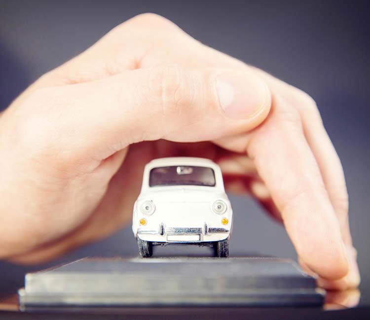 自動車保険の変更手続きも忘れずに!事故が起きると大変です!
