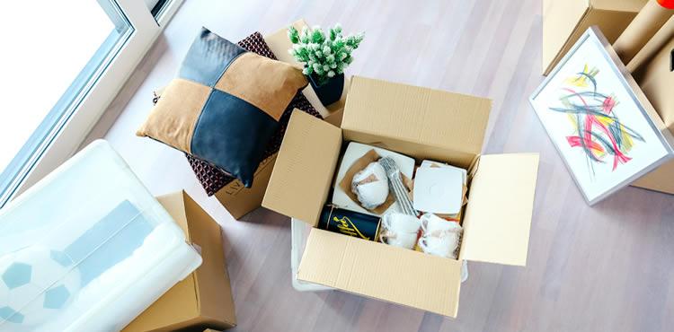 引っ越しは、自力引っ越しか業者に依頼かの2パターンです。