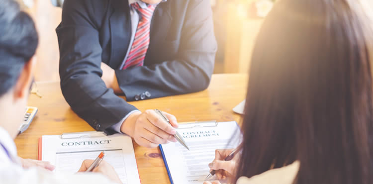 引っ越し業者との見積もりでは、営業マンの態度、対応、自分との相性をよく観察すること!